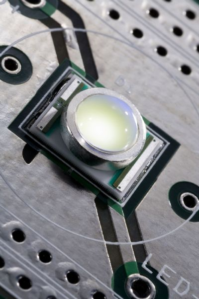 231 Lumen per watt LED shatters LED efficacy records